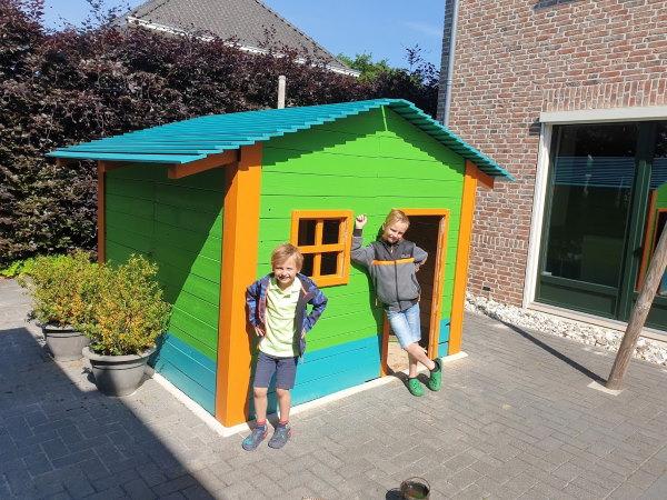 De intelligente lockdown werd bij ons aangegrepen om een speelhuisje te bouwen met de kinderen